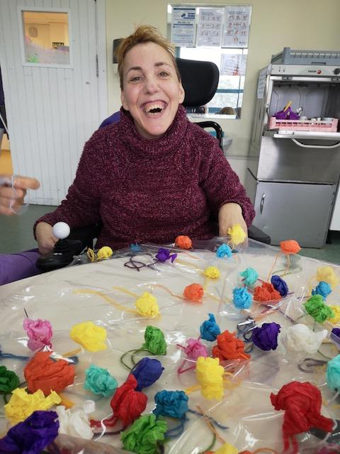 Actividades en el centro de día AMENCER LOURIZÁN de Pontevedra para personas con parálisis cerebral