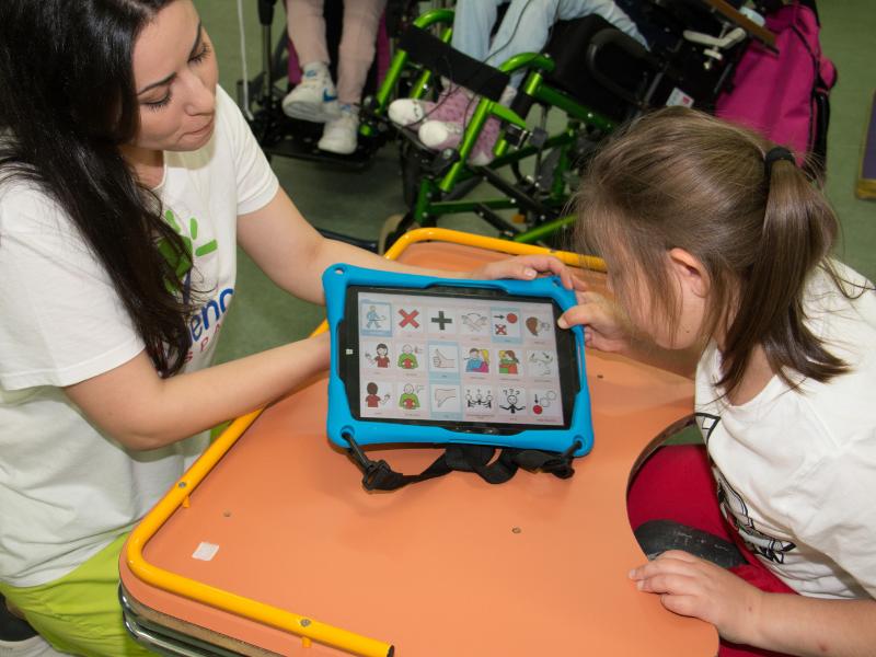 Servicio de nuevas tecmologías para personas con parálisis cerebral de la Asociación AMENCER ASPACE