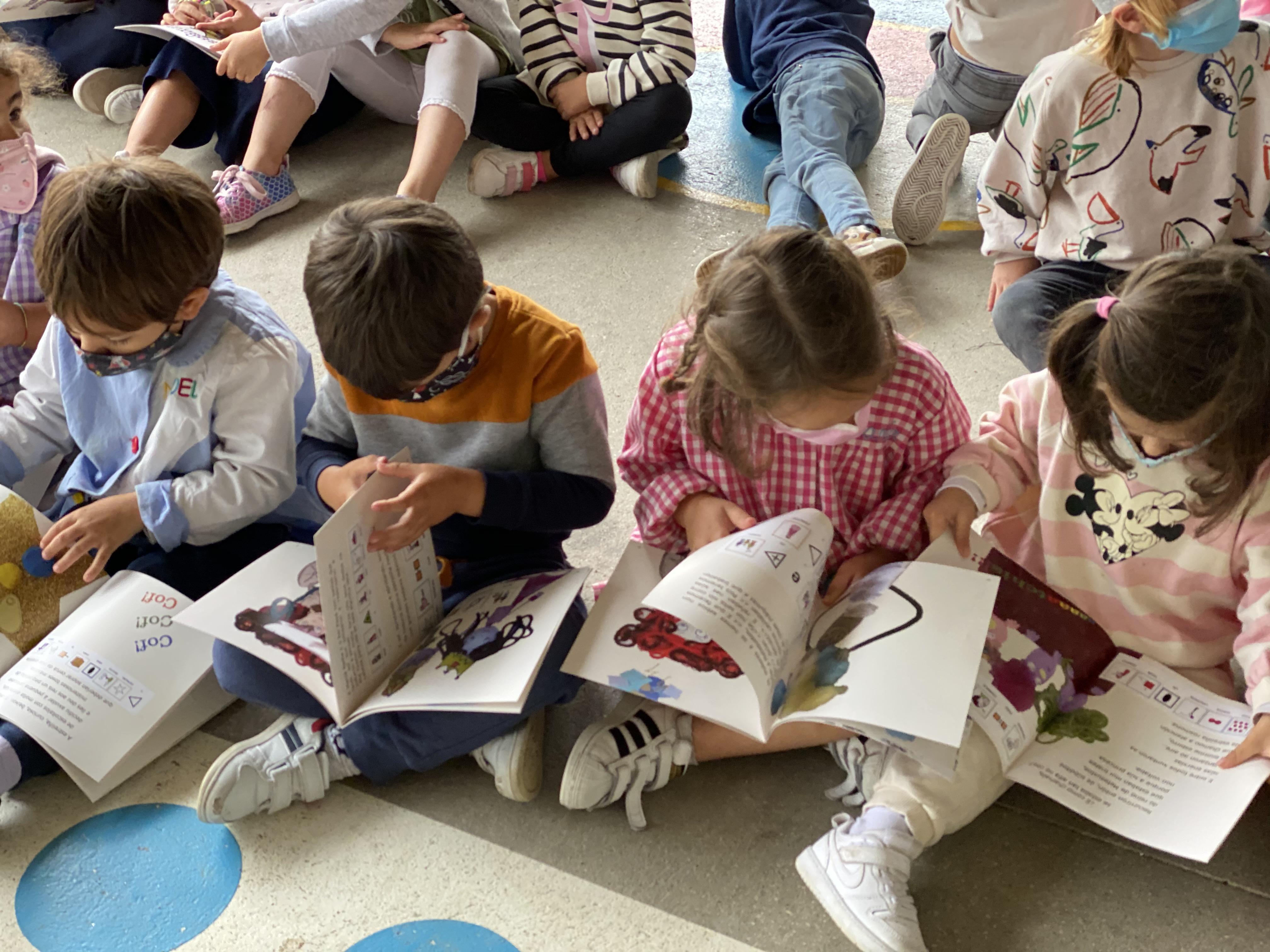 Alumnos/as del CEIP Ponte Sampaio leyendo el cuento